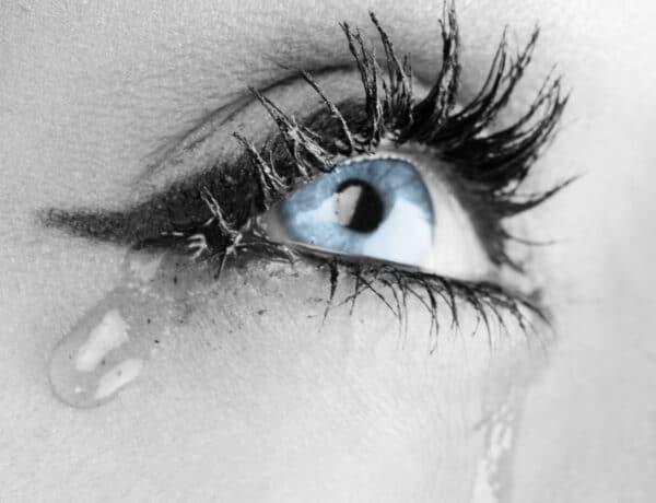 Sokat könnyezik a szemed? Lehet, hogy szemszárazságban szenvedsz!