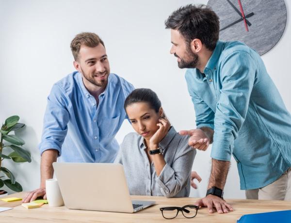 Stresszel jár a nőknél, ha csak férfiakkal dolgoznak együtt
