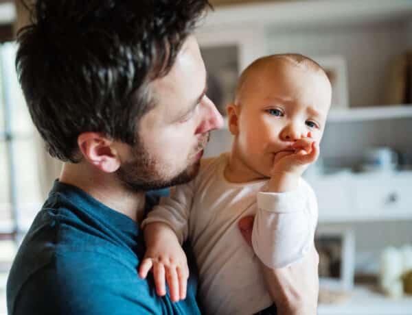 Szopja a gyerek az ujját? Bevált módszerek, amikkel leszoktathatod róla