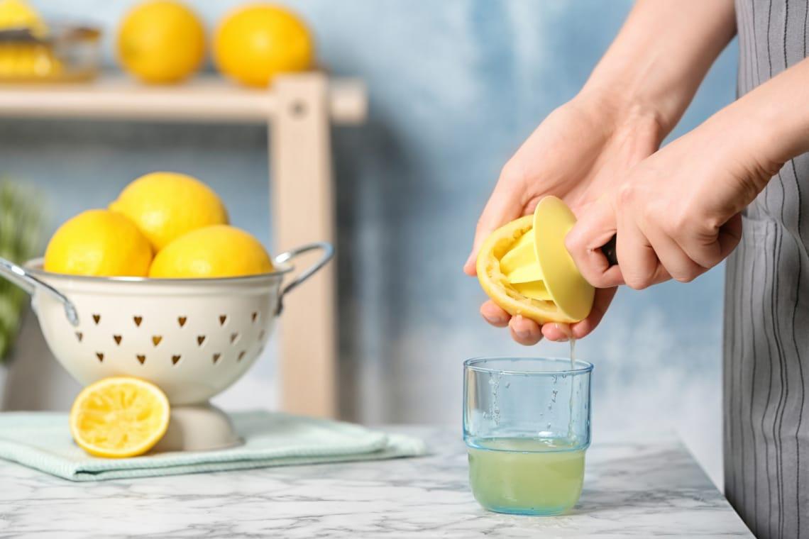Tényleg fogyaszt a citromos víz? Utánajártam a híres fogyiital hatékonyságának