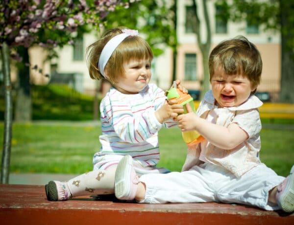 Testvérféltékenység: nem múlik el, csak átalakul