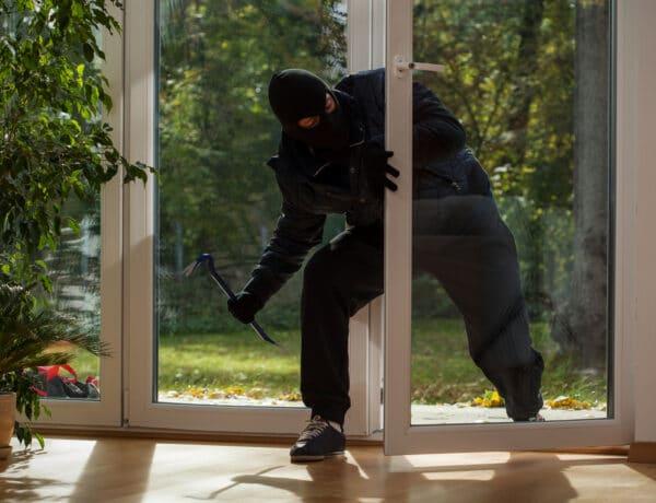 Trükkök, amikkel a betörők bejutnak az otthonodba: így előzheted meg