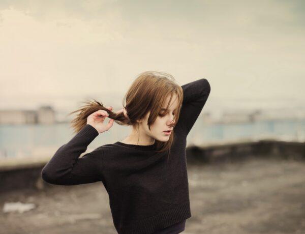 Vékony szálú a hajad? Ezt a frizurát kérd, hogy dúsabbnak látsszon!