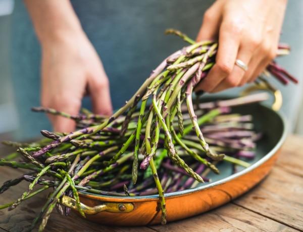Vízhajtó tavaszi ételekkel a lapos hasért