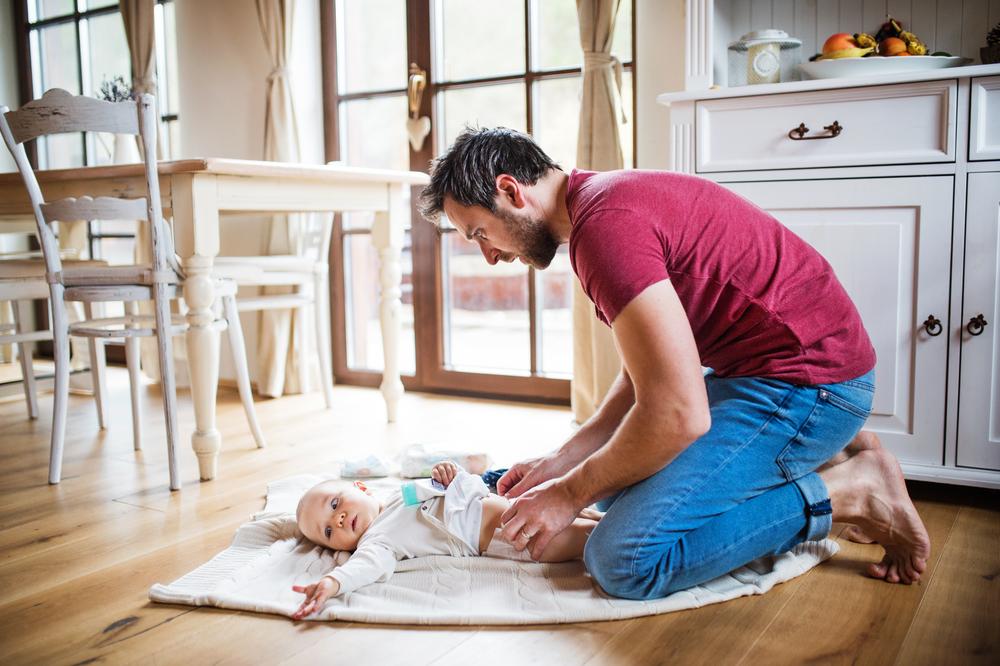 Vehetsz fel embert arra, hogy lecserélje a gyereked pelenkáját: te fizetnél ezért?