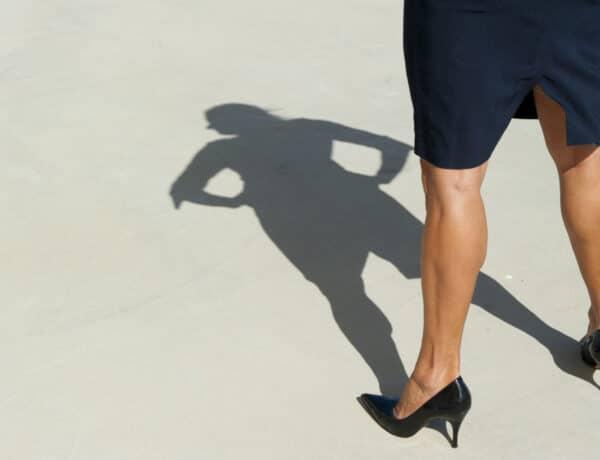 Vonzó vádlit szeretnél? Így formáld a lábszárad munkaidőben