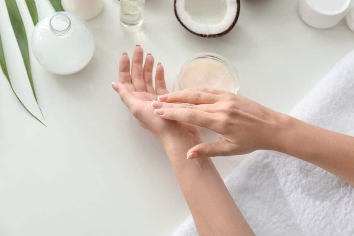 Érdes, száraz a könyököd? 5 tipp, amivel selymessé válik a bőr