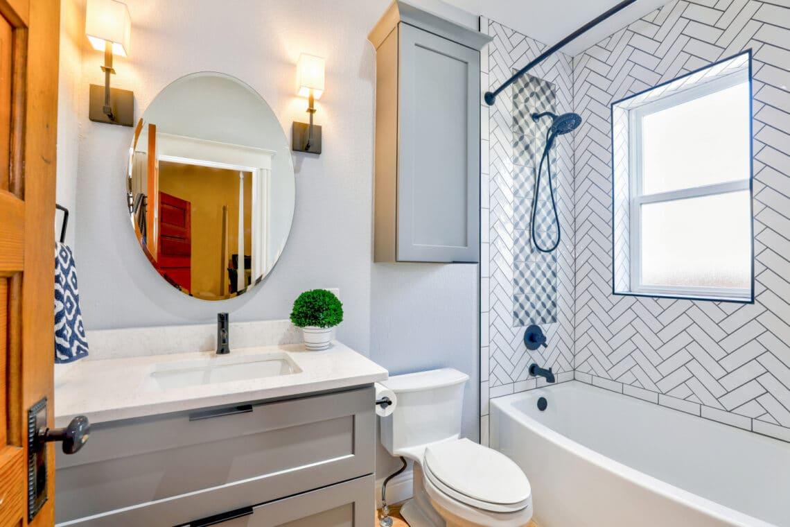 8 szuper hack, ami a legapróbb fürdőszobát is dizájnossá teszi