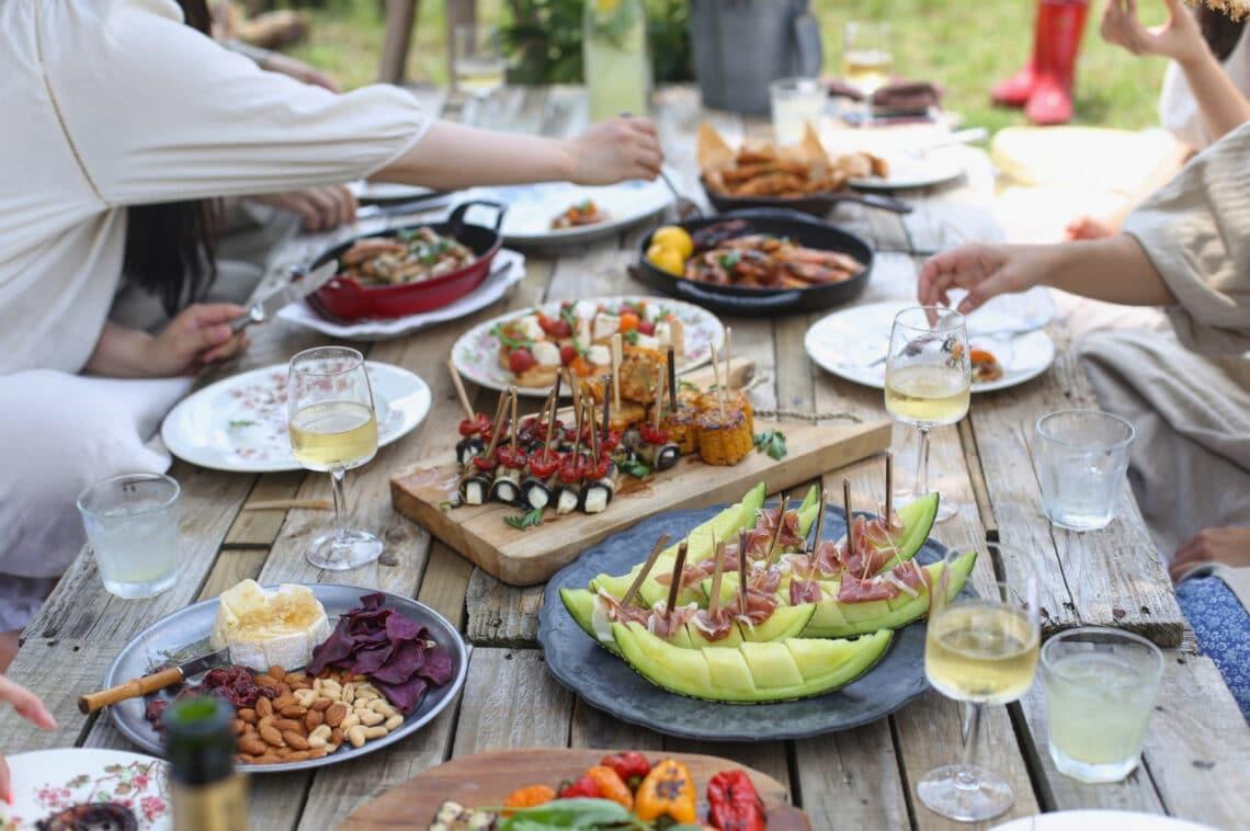 Chilis dinnye és borsó kecskesajttal? 5 izgalmas nyári snack, amihez nem kell bekapcsolni a sütőt