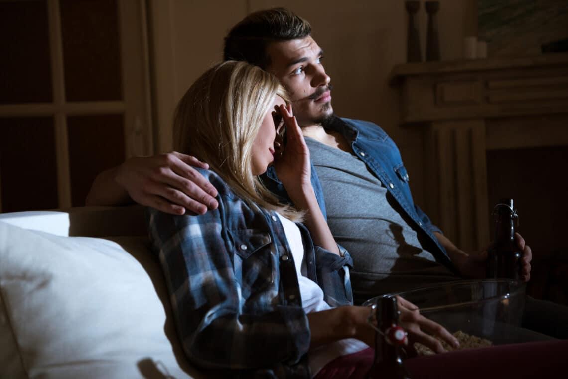 Emberevő paradicsomok és gyilkos fotel? 5 röhejes horrorfilm, ami olyan rossz, hogy már jó