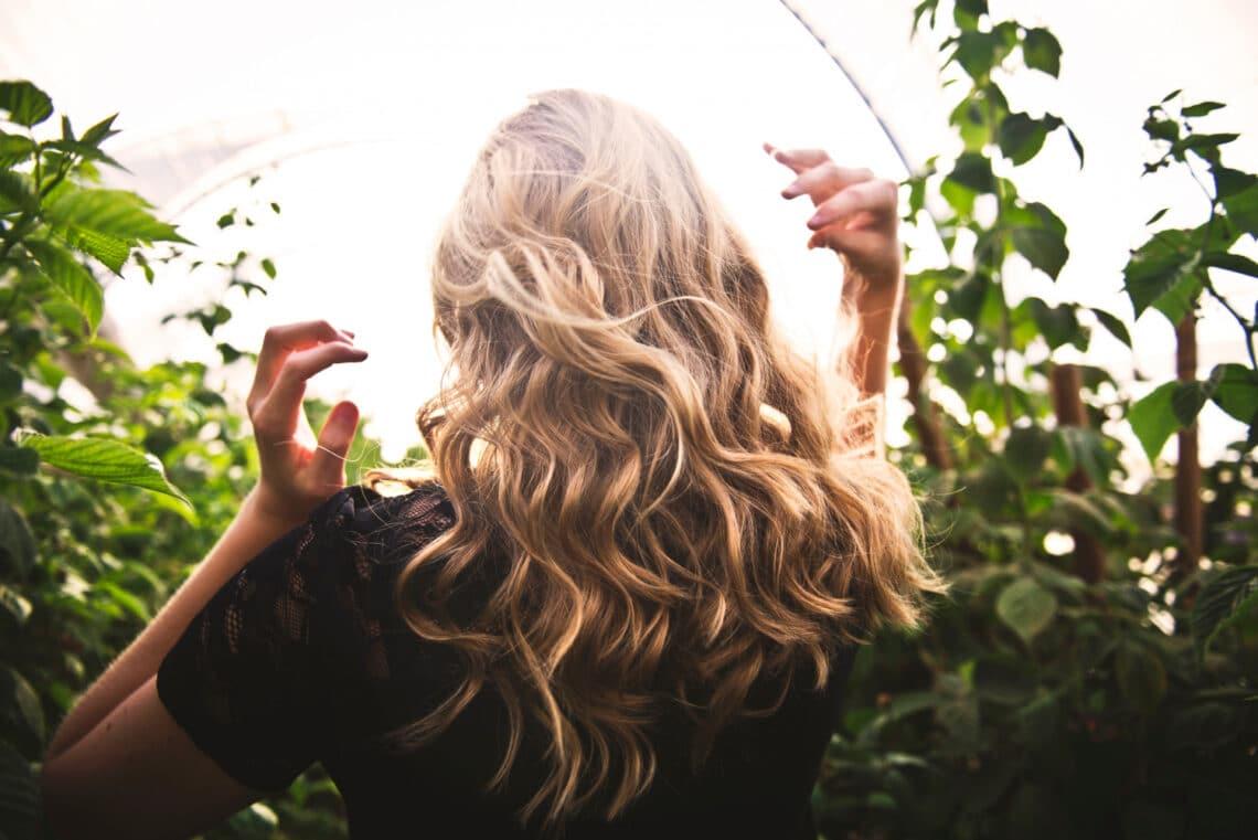 Ezek a rossz szokásaid miatt töredezhet a hajad és a körmöd