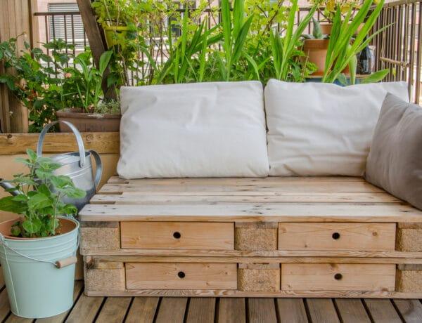 Kerti bútor raklapokból: 7 csináld-magad projekt, amivel százezreket spórolhatsz