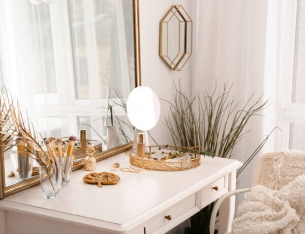 Nincs még szépítkező asztalod? 10 inspiratív fésülködőasztal, amit könnyen kialakíthatsz