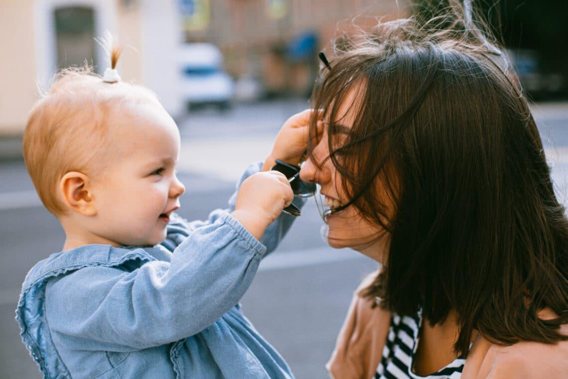 5 érzelem, ami 5 perc alatt végigsöpör rajtad, amikor felveszik a gyereket a bölcsibe