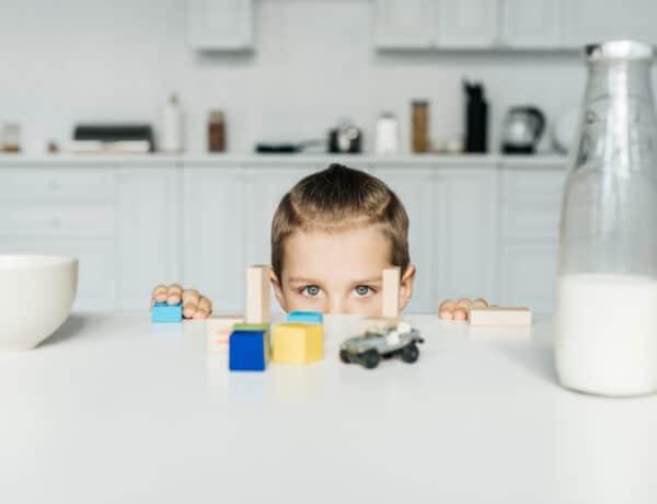 6 jó játék kisbabáknak: filléres készségfejlesztő játékok, amiket 2 perc alatt összerakhatsz