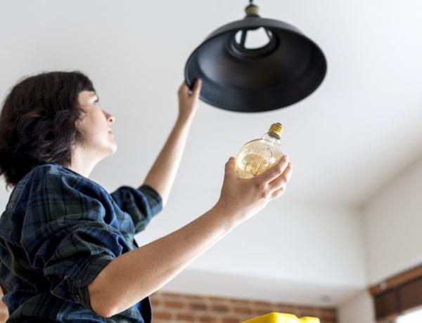 7 mesés dolog, amit egy régi villanykörtéből tudsz készíteni