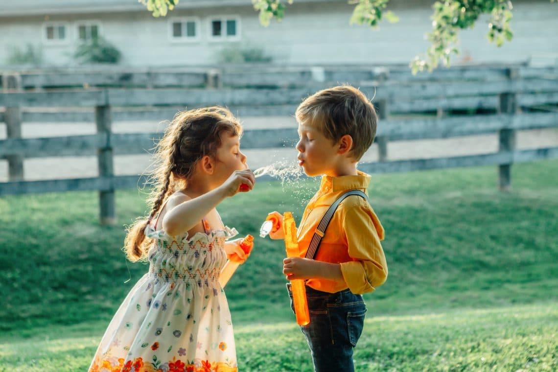 7 kreatív kerti gyerekjáték, hogy egész nap kint hancúrozzon a kicsi