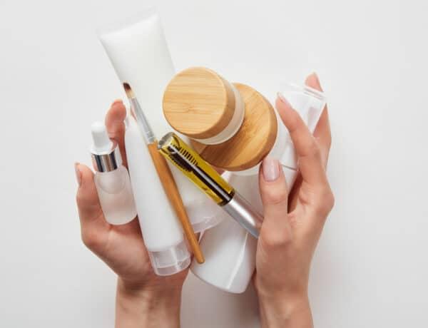 Ilyen sorrendben kell felvinni az arcápolókat – Az arctisztítástól a szérumig