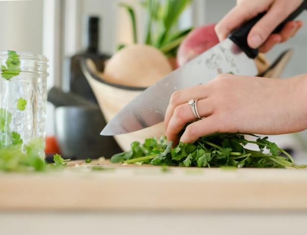 Ezt a 7 dolgot többé ne csináld a konyhában – a profi séfek szerint