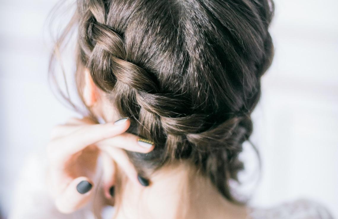 Túl a klasszikus fonáson: 5 mesés frizura, amiben helyet kapnak a fonatok