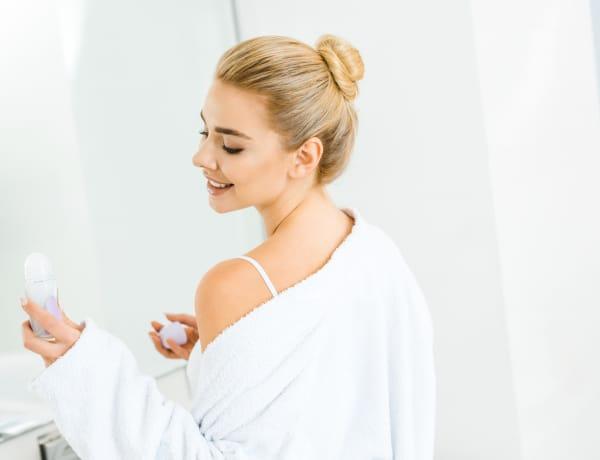 Megfogta a dezodor a ruhádat? Így szabadulhatsz meg a foltoktól