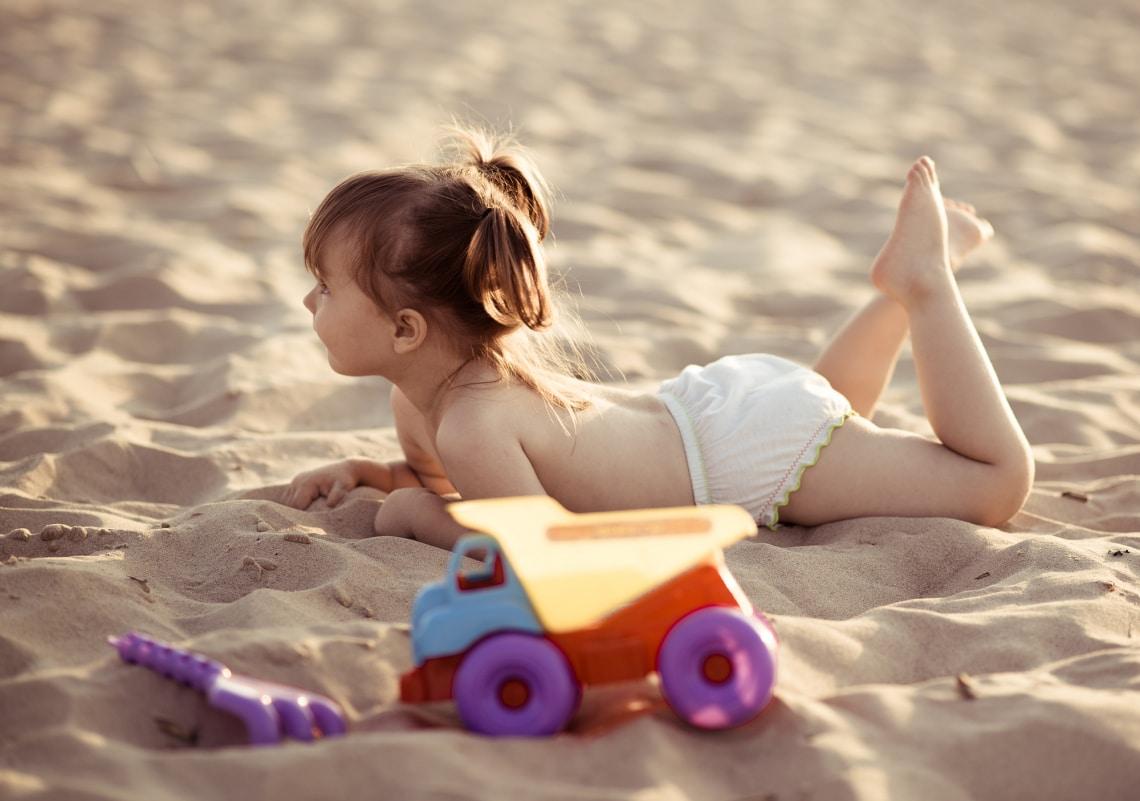 Meddig strandolhat meztelenül egy gyerek?