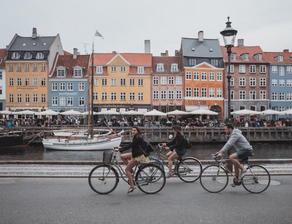 Egy szó a titkuk: így laposították el a dánok a járványgörbét