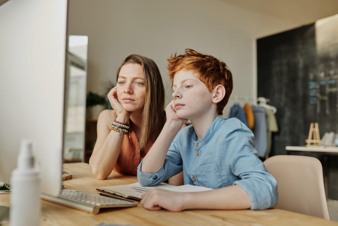 A túl szigorúan nevelt tinik képzetlenebb és kevésbé boldog felnőttek lesznek