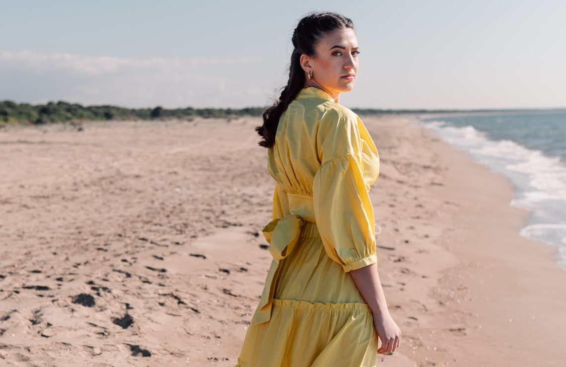 Így viseld 2020 divat slágerét, a puffos ujjakat – Lelőhelyekkel
