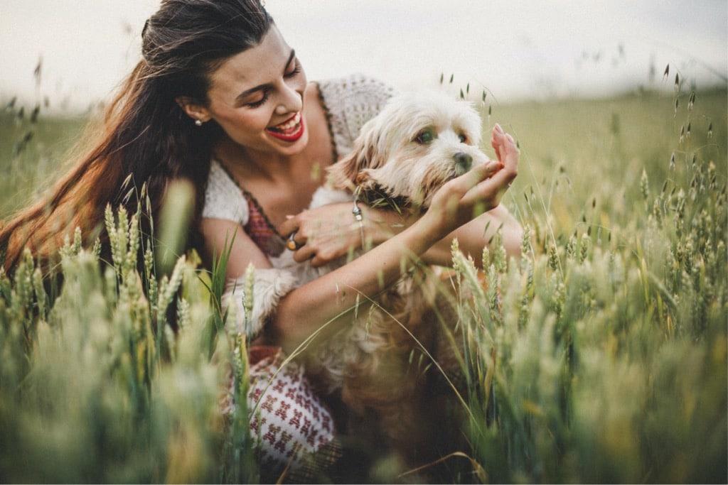 Így tanítsd meg a kutyádat póráz nélkül sétálni