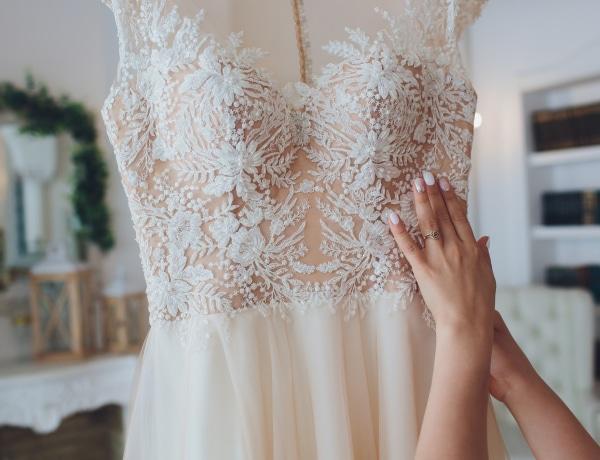 10 káprázatos menyasszonyi ruha, amit online is megrendelhetsz