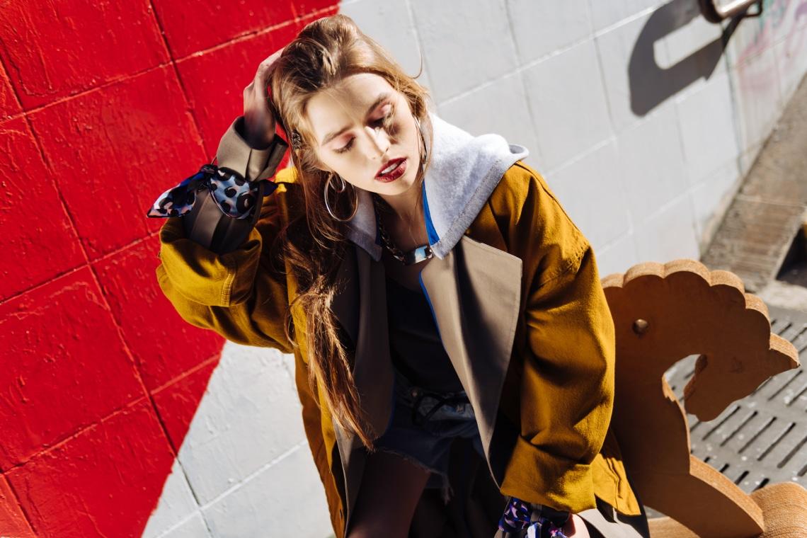 Kapucnis pulcsi: így kombináld, hogy ne csak kényelmes, de nőies is legyen