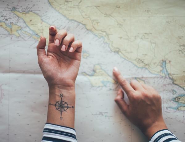 10 gyönyörű mini tetoválás az utazás szerelmeseinek: ha alig várod a következő kalandodat