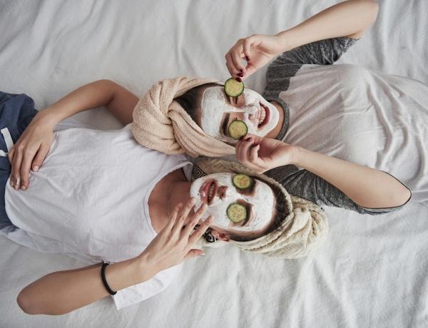 5 arcápoló termék, ami felesleges és 5, ami kell – bőrgyógyászok szerint
