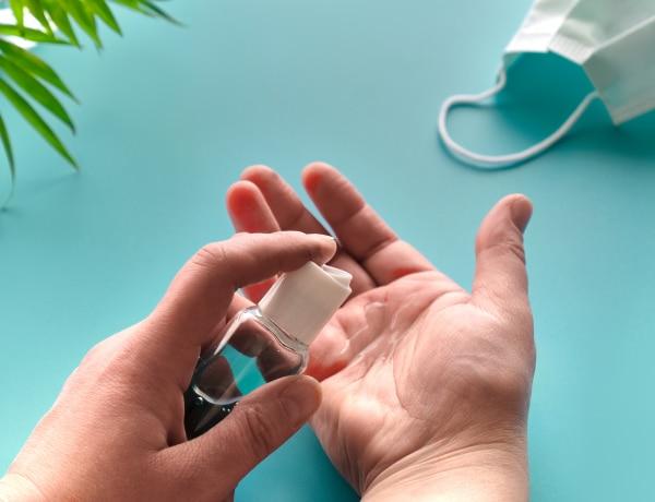 Illatos kézfertőtlenítők lelőhelyekkel + egy otthon is elkészíthető recept
