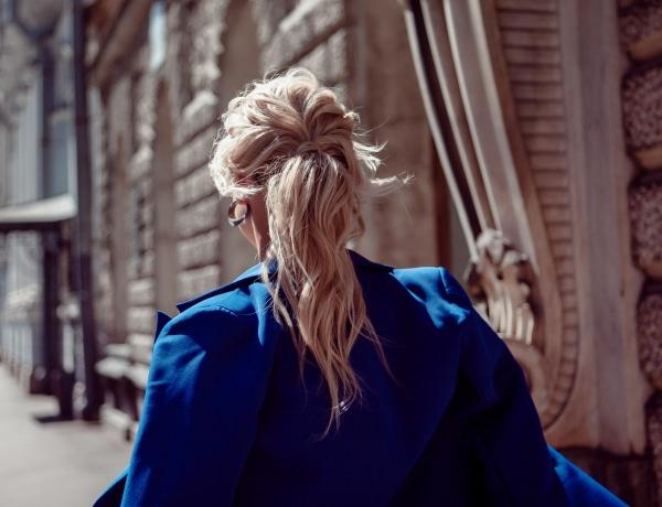 2021 legegyszerűbb ünnepélyes frizurái: hosszú és középhosszú hajra