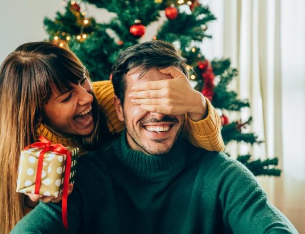 Ilyen pulcsit a Jézuskától! A legfrappánsabb filmek inspirálta karácsonyi ajándékok