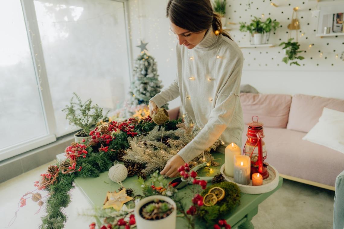 Egy tálca karácsony: dekor kompozíciók tálcán