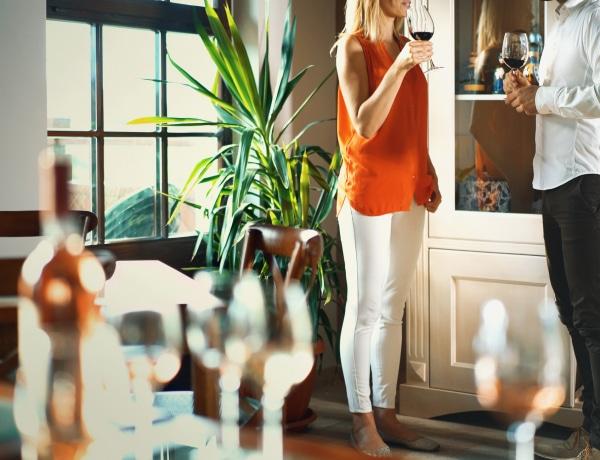 """Így tárolhatjuk """"szépen"""" az italokat – 8 kreatív tároló megoldás"""