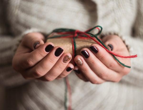 Ragyogó karácsonyi körmök: 5 stílus, amibe könnyű beleszeretni