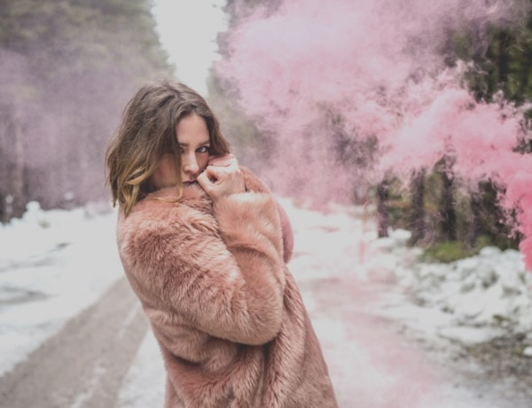 Így viseld a tél legdivatosabb műszörme kabátjait- lelőhelyekkel