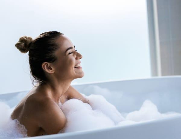 3 forró fürdő, ami nem szárítja ki a bőrödet – így lesz hidratáló pihenni a habokban