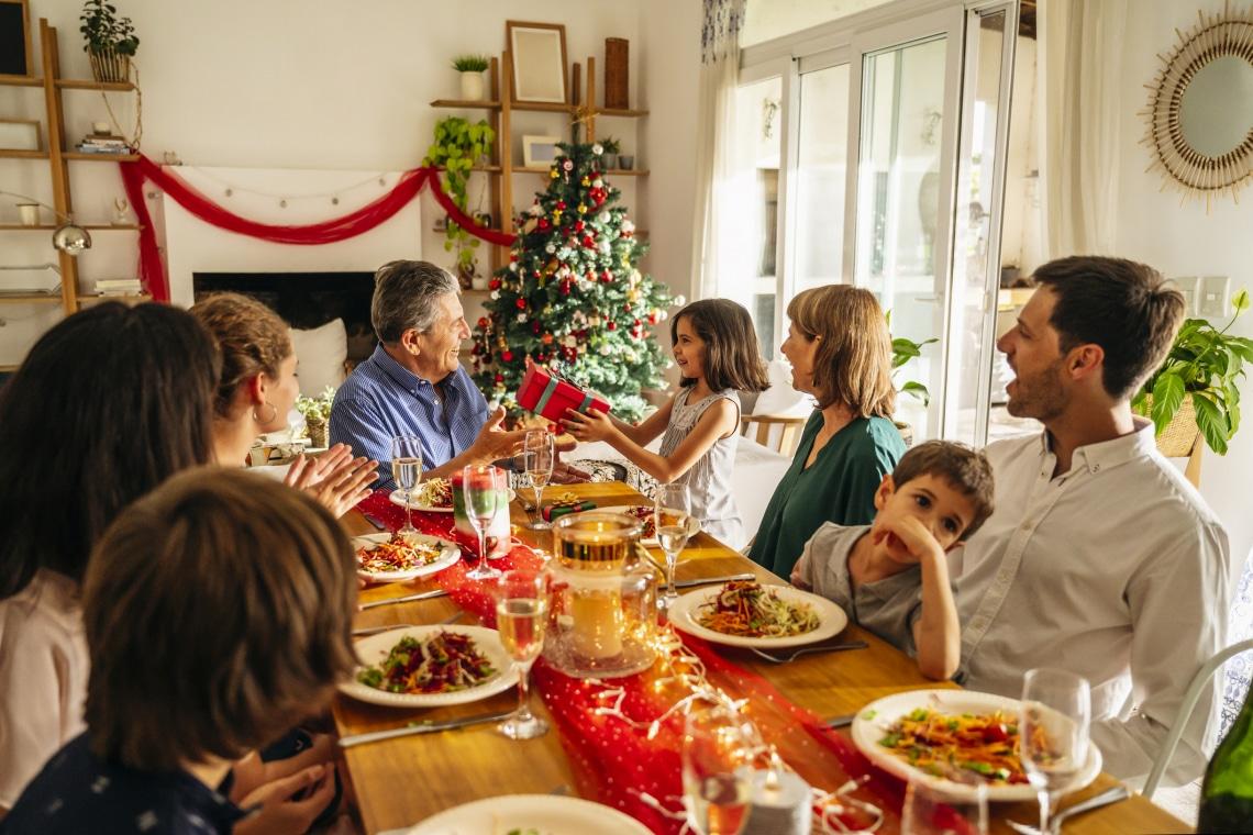 Milyen ajándékot kapjanak a szüleid? Ajándékötletek korosodó anyáknak és apáknak
