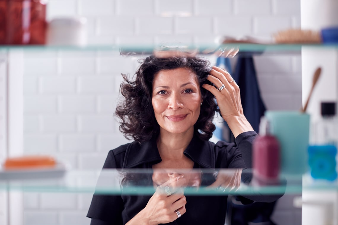 Könnyen elkészíthető elegáns frizurák érett nőknek