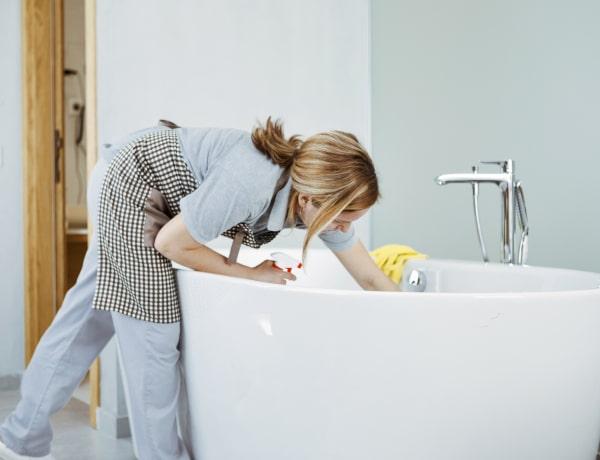 Így lesz ismét ragyogó a fürdőszoba házi tisztítószerekkel
