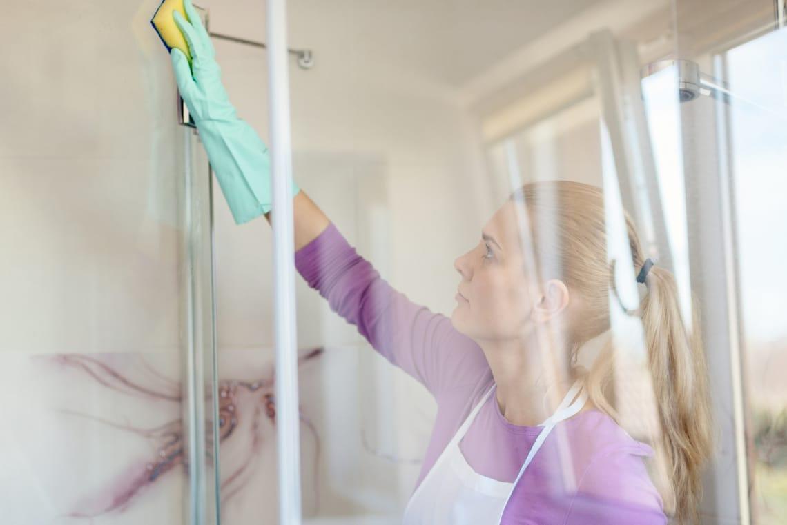 Így tarthatod tisztán az üvegből készült tusolófalakat és ajtókat