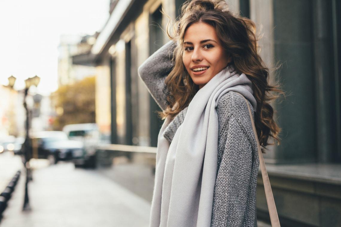 Ha vizes hajjal flangálsz, megfázik a fejbőröd? 5 haj mítosz, amire válaszol a fodrász