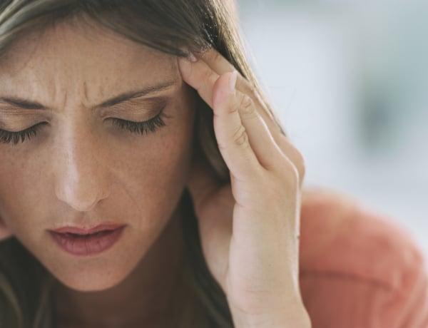 Koronavírus: 4 kétségtelen jel, hogy a fejfájásodat a vírus okozza