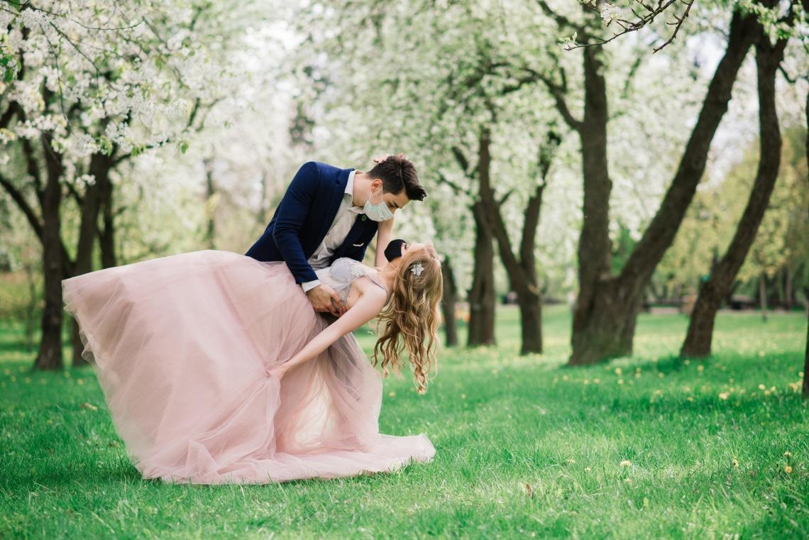 Esküvő 2021-ben? Dilemmák és előnyök a pandémia árnyékában