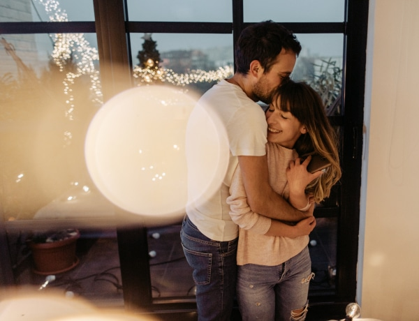 """Idén otthon fogunk romantikázni – Az 5 """"házi randi"""" ötlet, ami a leginkább tetszik!"""